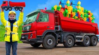 Les enfants apprennent et jouent avec des camions, des excavatrices - Kids play with trucks