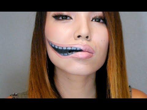 Creepy Stretched Lips Make-up