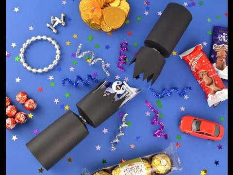 Filling Handmade Christmas Crackers | the littlecraftybugs company