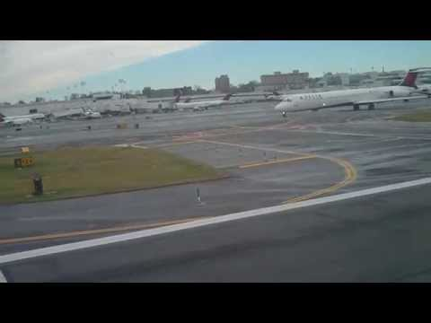 American Airlines Boeing 737-800 Take-off at New York LaGuardia Airport
