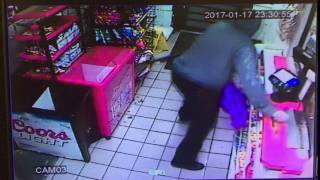 Man robs gas station with shotgun in Mobile