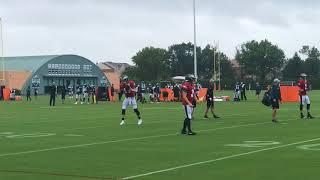 Eagles' Carson Wentz practices in the rain