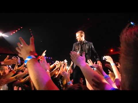 Justin Timberlake getting his drink VIP B-stage left (standing) Antwerpen Sportpaleis 2014 Belgium