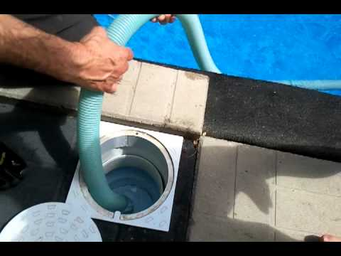 Pool - Using the manual vacuum and Cleaning the skimmer basket