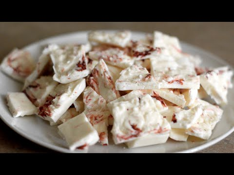How to make white chocolate peppermint bark - holiday gift idea