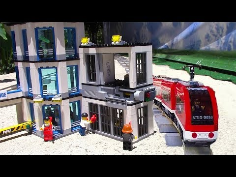 Lego Crooks jailbreak with a Lego train