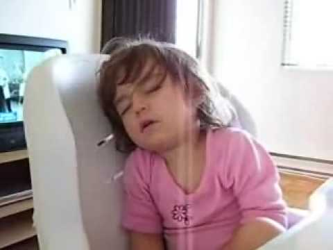 my little girl sleeping in her chair just fell asleep so funny (french)