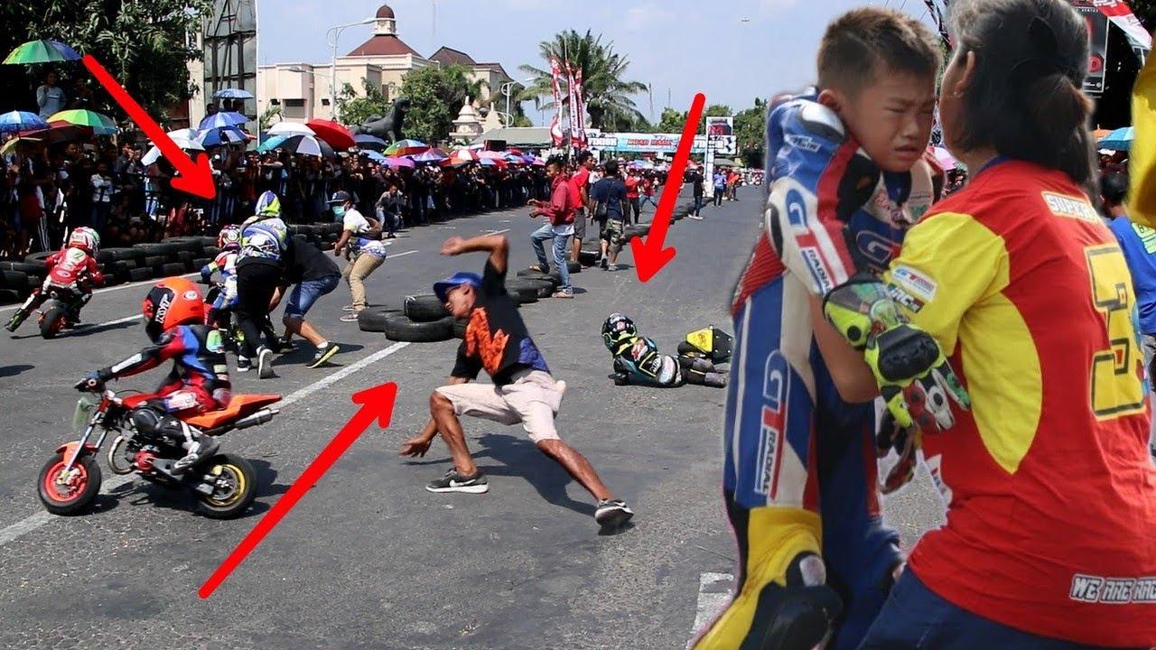 Jeritan seorang ibu ketika buah hatinya terjatuh mini motogp