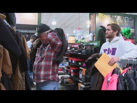 Homeless veterans taken on a shopping spree just days before Christmas