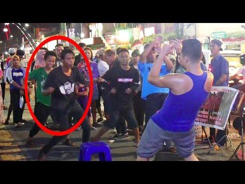 Goyang Temon Holic feat Angklung Malioboro - Wes Rak Kuat Mbok (Pengamen Angklung Jogja)