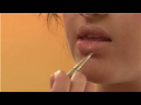 Makeup Techniques : How to Make Lipstick Stay On