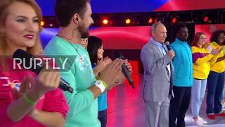 Russia: Multilingual Putin shows off English skills to audience