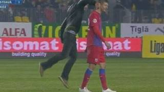 FOOTBALL VIOLENCE: Romanian fan punches Steaua Bucharest player
