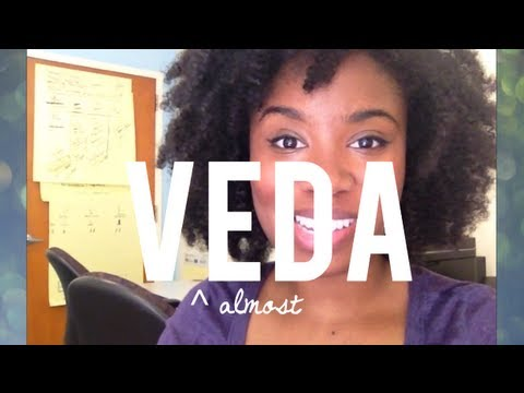Woman Photographs Herself Receiving Strange Looks in Public (Veda Day 9?)