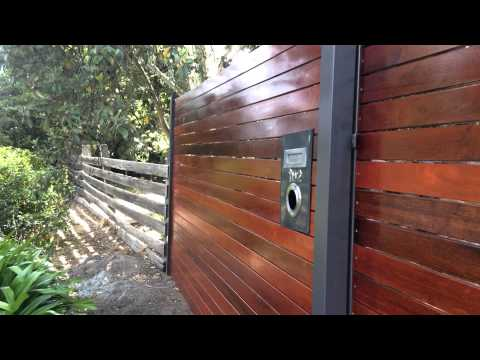 How to build a MERBAU SCREEN FEATURE FENCE with a ELECTRIC SLIDING GATE & FIT LETTERBOX