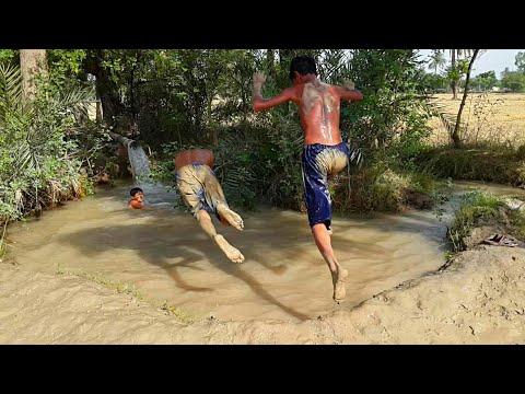 Natural Punjabi Village Life In Pakistan | Tubewell Water & Agriculture