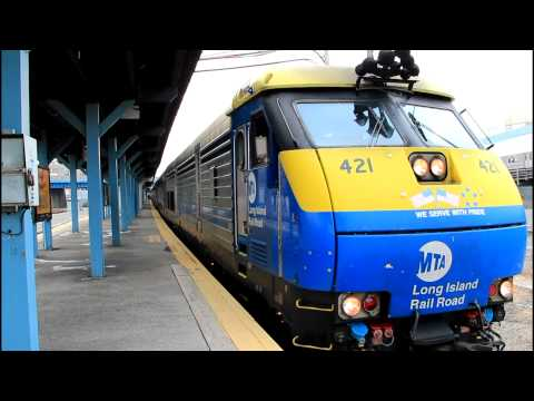 LIRR: Port Jeff. Diesel Train (w/ NJT Passing) at Hunters Pt. RR