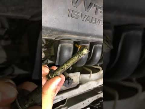 Broken tensioner screw in block