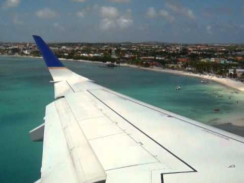 Emb-190 da Copa Airlines pousando em Aruba