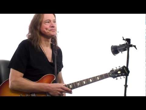 Robben Ford Q&A #4 - Using Pick vs. Fingers
