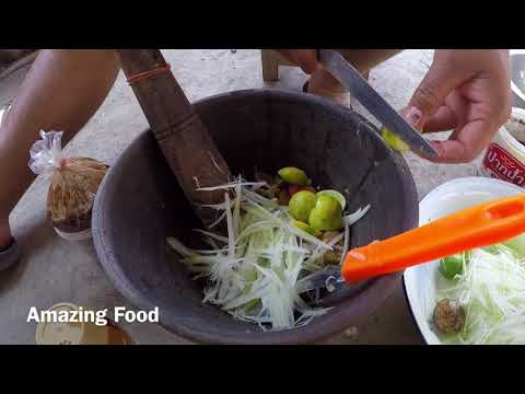 Papaya Salad lao style (som tum Lao)