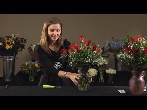 How to Arrange a Dozen Roses in a Vase