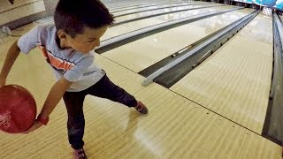 🏆 4-YEAR-OLD KID BEATS HIS WHOLE FAMILY IN BOWLING 🎳
