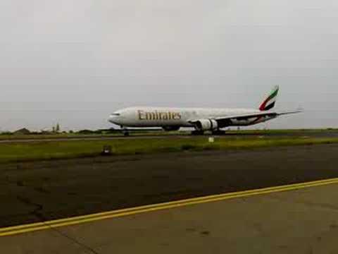 Emirates 777 landing Maldives