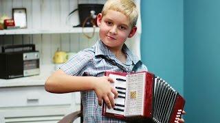 8-jarige kan 14 instrumente speel