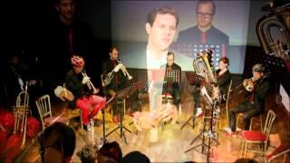 """Een compilatie van ons eerste officiële theateroptreden. We speelden in de serie """"Tonen van Toppers"""" in het Rietveld Theater op zondag 8 februari 2015. Onze show: Montalto: een wielrensprookje. www.facebook.com/delftbrass  Nicolien Heetebrij (trompet) Tommy Hopstaken (trompet) Marc Harleman (trompet) Guido Sluijsmans (hoorn)  Brenda Hooiveld (bastuba) Marc Crombaghs (trombone) André Elbrink (trombone)  Arnout Eykelhoff (zang en presentatie)"""