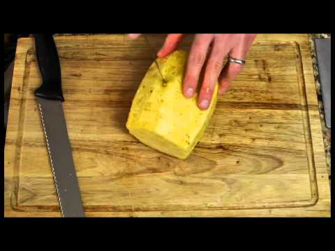 How to Cut Up a Pineapple in 20 seconds (Time-lapse).
