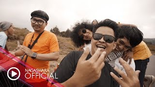 Annandra - Sahabat [Akustik] (Official Music Video NAGASWARA) #music