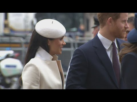Royal etiquette and
