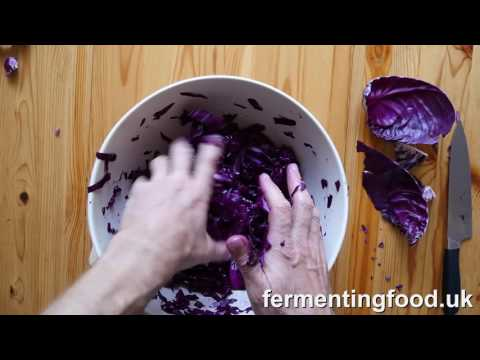 How to make fermented red cabbage