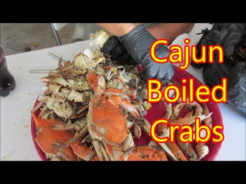 How to eat Louisiana boiled blue crabs with a Cajun