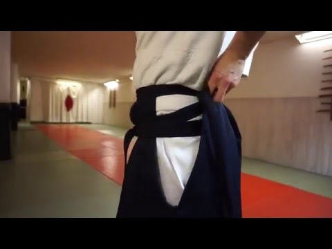 How to tie hakama from the front