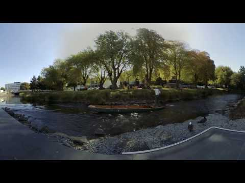 A Boatman on the Avon River in Christchurch, New Zealand - 360° VR Video