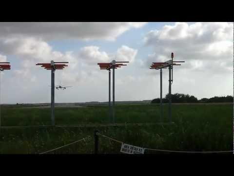 Pisa Airport Crosswind Landing WindJet