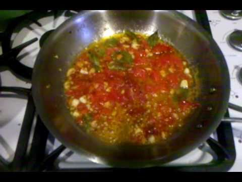 Fast tomato, olive oil and garlic sauce