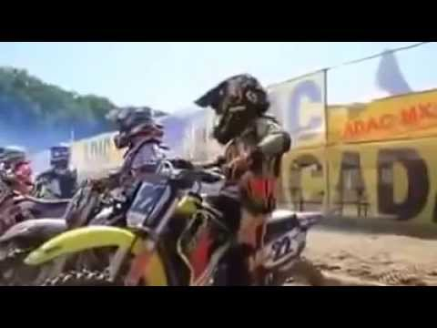 Aksi lucu Gaya motocross anak kecil
