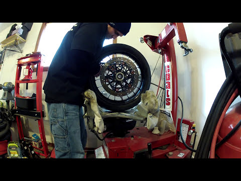 CHANGING A MOTORCYCLE TIRE WITH A COATS RC 100  TIRE CHANGER .MP4