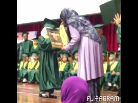Damia Graduation Day !! The moment a child is graduate, the mother is down with tears of joy :)
