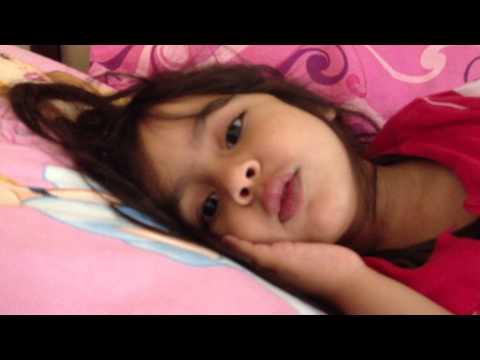 Little girl recites beautiful kalimah - La illaha illallaho