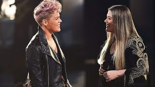 "(HD VERSION) Kelly Clarkson & P!nk ""Everybody Hurts"" LIVE at the 2017 American Music Awards!"