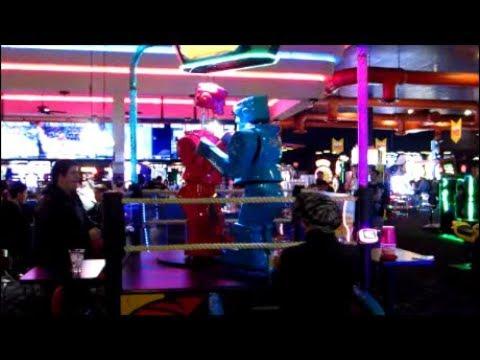 Arcade Vlog!!! Giant Robot Battle