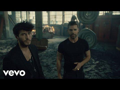 Sebastián Yatra, Ricky Martin - Falta Amor (Official Video)