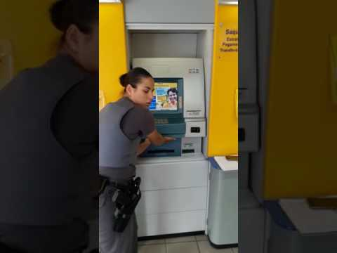 Police Officer Shows How Thieves Clone Your Credit Card On ATM!