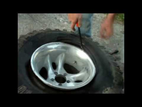 How to change a tire from a rim without a machine