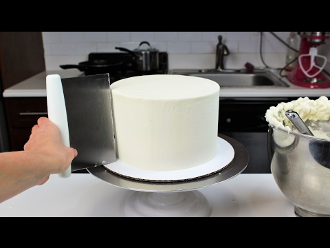 How to Smooth Frosting on a Cake I CHELSWEETS