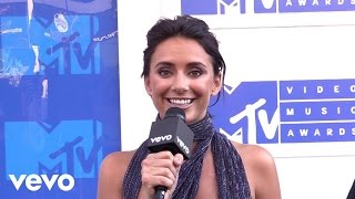 YesJulz - Live from the MTV VMA White Carpet